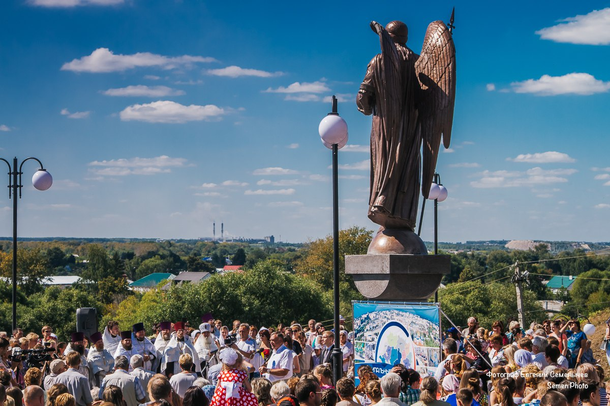 Фоторепортаж с открытия памятника Архангелу Михаилу